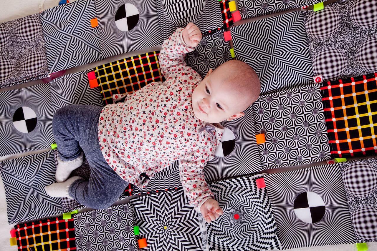 bebekle kosusmak - 6 Adımda Bebek Saçı Nasıl Kesilir?