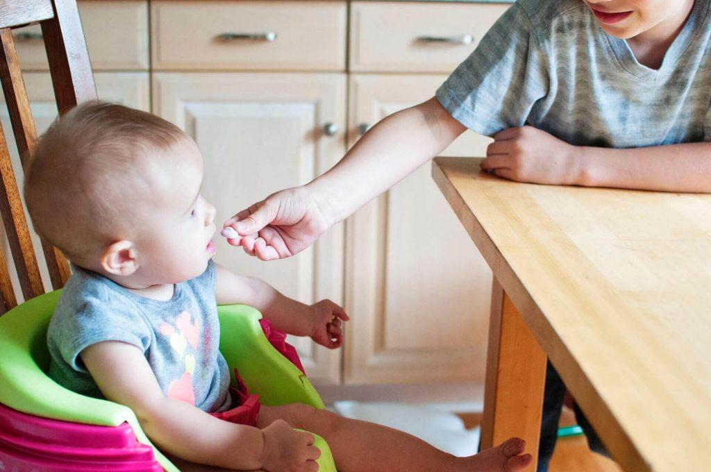 bebek icin ek gida rehberi 1024x680 - Ek Gıda Geçiş Rehberi (Tam Rehber)